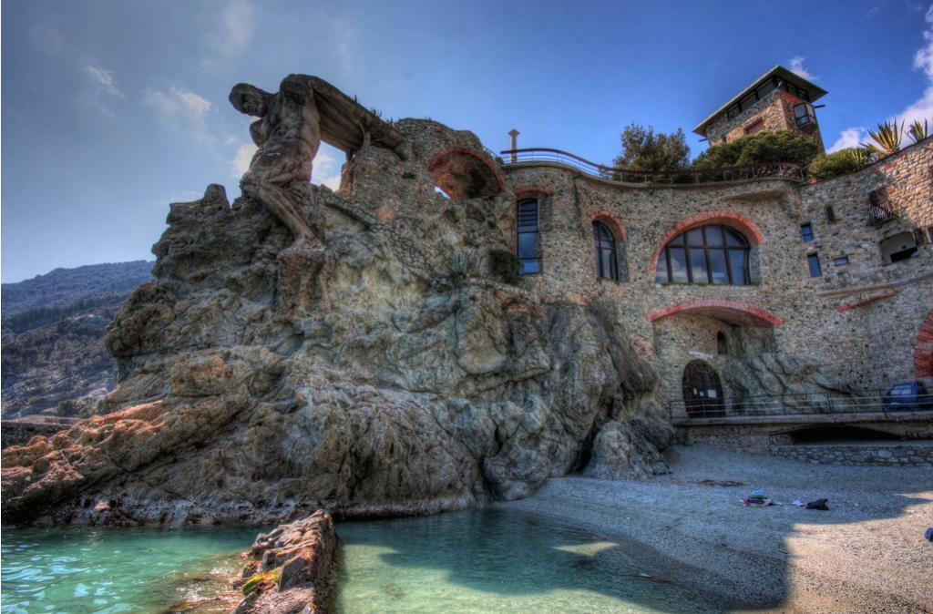 Gigante di Monterosso - by Greg McNevin